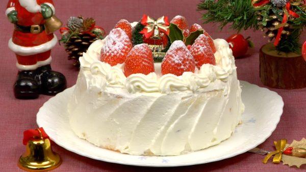 Christmas Cake Recipe (Strawberry Sponge Cake)