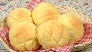 Melonpan Recipe (Japanese Melon-Shaped Bread Covered with Sweet Cookie Dough)