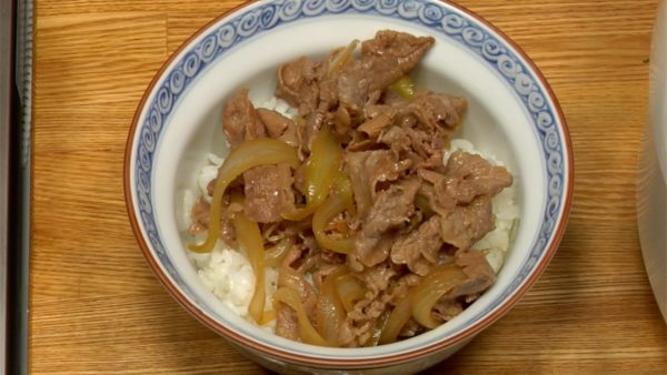 Spoon the beef and onion along with the juices on top of the rice.