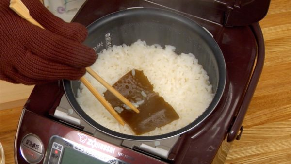 "Rinse 300ml rice (1.27 cups) and drain the rice in a mesh strainer. Put the rice in a rice cooker, and add 300ml water (1.27 cup), 1 tbsp sake and 5x5cm (2""x2"") kombu seaweed. Let the rice soak in the water for 30 minutes, and then turn on the rice cooker."