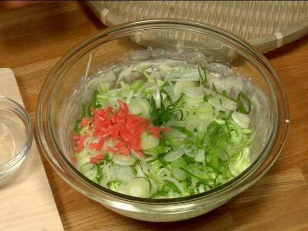 """Chop the long green onion into fine pieces and place into the bowl. Chop the beni shoga, pickled ginger, into about 1cm (0.4"""") pieces and place into the bowl."""