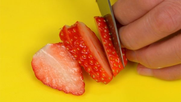 """Remove the stem end of the strawberries and slice them into 5~6mm (0.2"""") slices."""