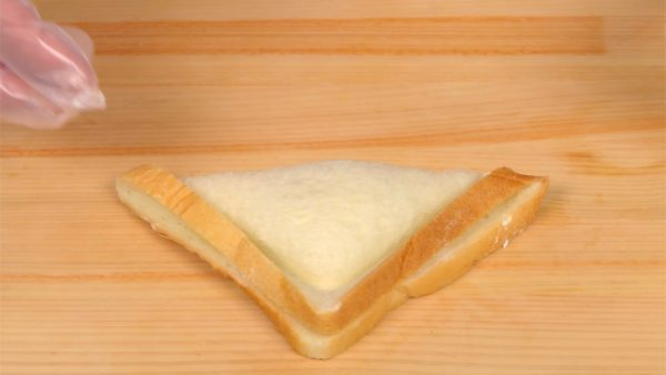 Use your weight to press the cutter, separating the bread crusts. Remove the cutter and now the triangular sandwich is ready.