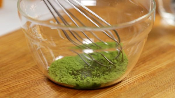 Next, add a small amount of hot water to the matcha green tea powder and mix it thoroughly. This process will help the matcha dissolve completely.