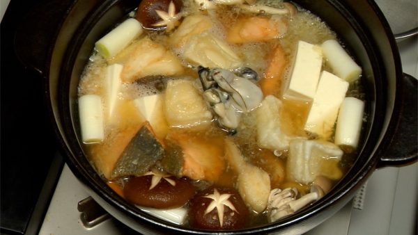 Simmer for around 1 to 2 minutes and add in the grated daikon radish, silken tofu, deep-fried salmon, pacific cod, rice cakes and oysters.