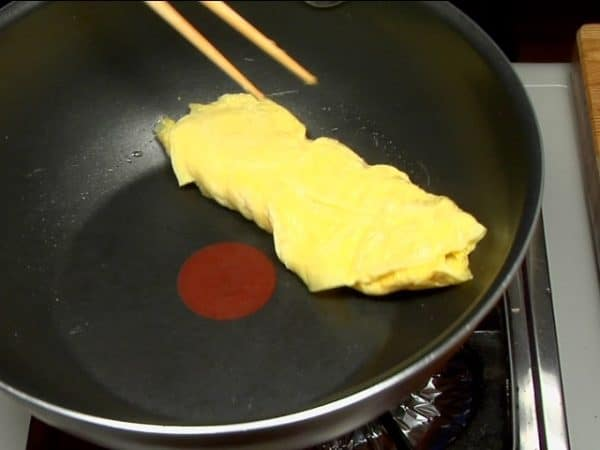 Repeat the procedure. This becomes the third layer of tamagoyaki.