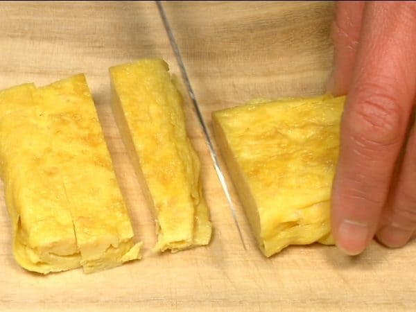When cooled, trim the edges and cut the tamagoyaki into rectangles.