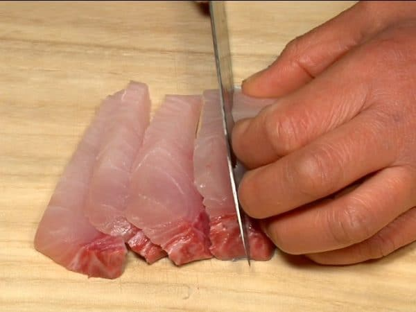 """Slice the kampachi, greater amberjack into 1cm (0.4"""") pieces."""