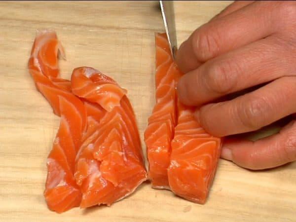 "Slice the fatty salmon into 1cm (0.4"") pieces."