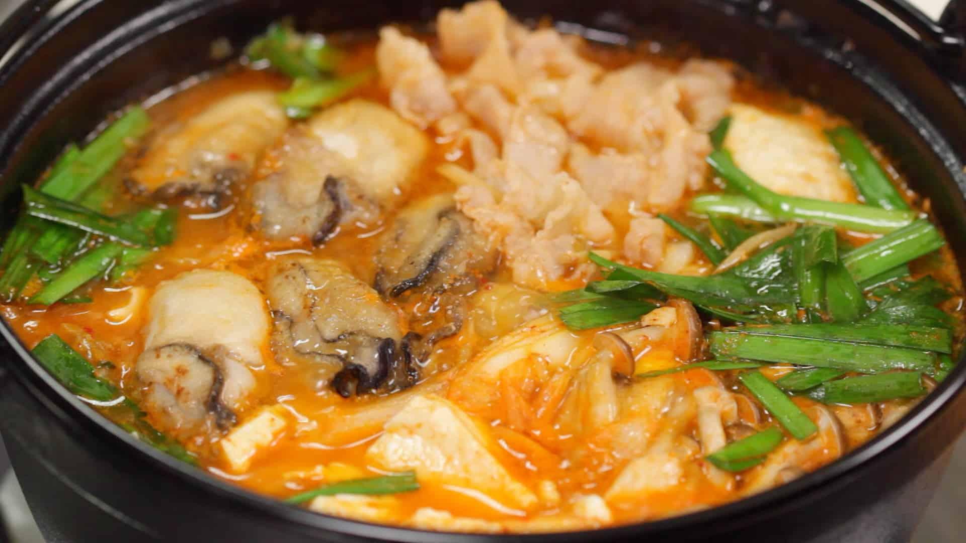 牡蠣と豚肉のキムチ鍋 体がぽかぽか温まる韓国風鍋