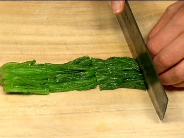 """Cut the spinach into 4cm (1.6"""") lengths."""