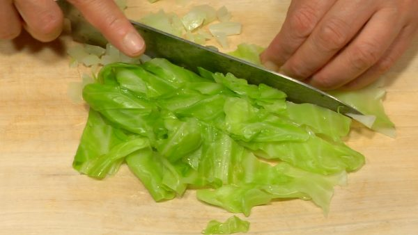 """Remove the firm parts of the cabbage and chop them into fine pieces. Cut the leaf part into 2cm (0.8"""") strips and chop them into fine pieces."""