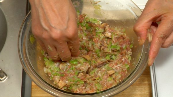 Clean your hands and divide the meat mixture into four.
