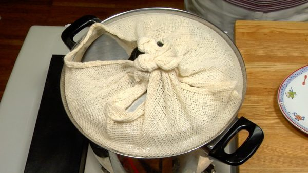 Wrap the lid with a kitchen towel and cover the steamer. The towel will prevent water from dripping off the lid. The secondary fermentation takes 10 to 20 minutes.