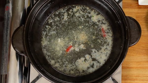 残ったスープでしめに塩バターラーメンを作り、最後の一滴まで味わい尽くします。