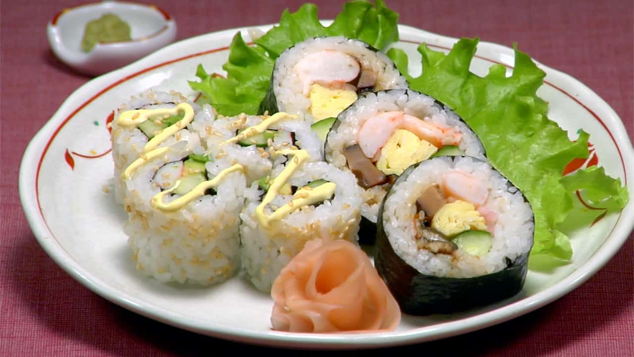 Futomaki Sushi and California Roll Recipe (Thick Rolled Sushi Futomakizushi)