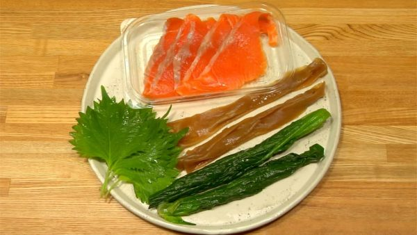 Here are alternative fillings. Smoked salmon is an excellent substitute for crab sticks. Kanpyo and spinach are also a great combination as a substitute for shiitake and cucumber.