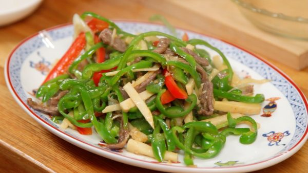 Place the pepper steak also known as chinjao rosu onto a plate.