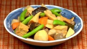 Ricetta per Nimono Vegetale con Tofu (Gustoso Stufato con Verdure e Tofu Fritto)