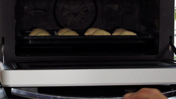 庫内に入れます。二次発酵は40度で50分~60分です。