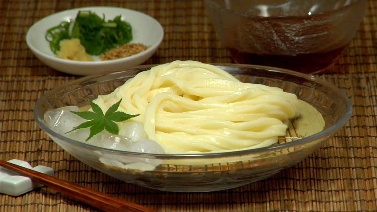 Homemade Udon Noodles Recipe (Sanuki Udon with Chewy and Refreshing Texture)