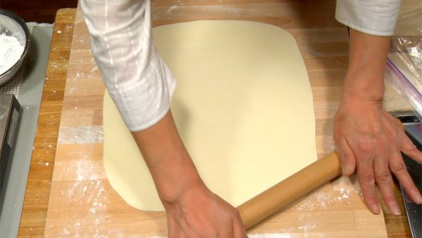 """Spread the dough evenly into a square sheet, and make sure it has less than 2~3mm (0.1"""") thickness."""