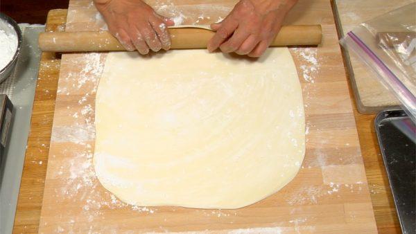 Apply corn starch on the dough.