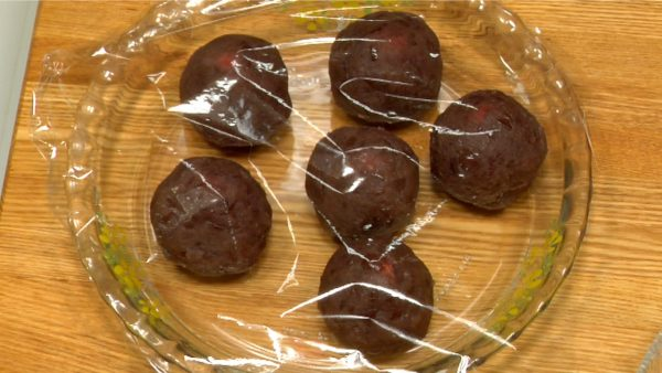 Place the anko balls in a dish and cover with plastic wrap to keep them moist.