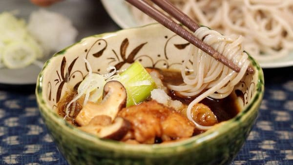 Dip the soba into the piping hot broth and enjoy it along with the ingredients.