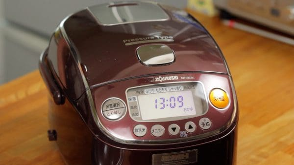 Then, cook the rice in porridge mode. If your rice cooker doesn't have a porridge mode, be careful it doesn't boil over. You should also cook without the pressure cooker mode to avoid boiling over.