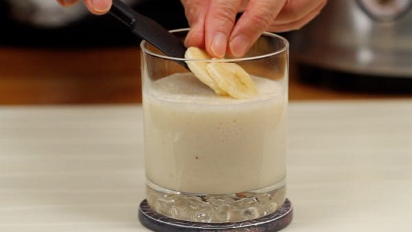 Pour the amazake banana smoothie into a glass. Finally, garnish with the banana slices. I think you will love this smoothie even if you've never tried amazake before.