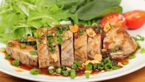 Skipjack Tuna Steak with Japanese-style Sauce and Garlic Chips Recipe (Seasonal Bonito Steak)