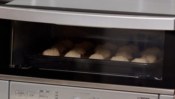Now, pre-heat the oven to 130°C (266°F) and bake the macaroons for a total of 35 minutes.