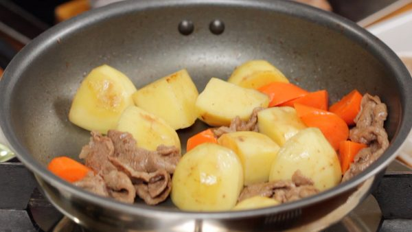 Thoroughly stir-fry until the surface of the potato becomes translucent. Cooking the ingredients thoroughly at this stage helps to reduce the water you will add later.