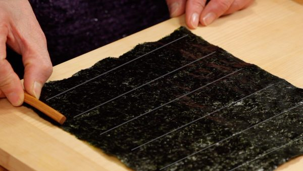 """Next, we will show you how to cut the nori seaweed. Most rectangular sheets of nori have lines every 3.3cm (1.3"""") and this will be the height of the gunkanmaki."""