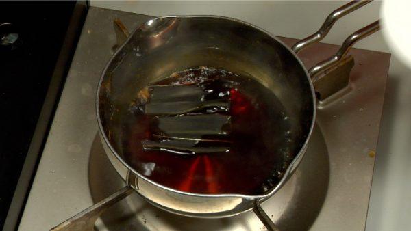 When it boils again, turn off the burner and add the dashi kombu seaweed.
