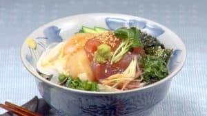 海鮮丼の作り方 新鮮なお刺身と薬味たっぷり土鍋で炊いたご飯といただく丼レシピ