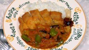 カツカレーの作り方 サクサクの豚カツとスパイシーな野菜たっぷりカレーのレシピ